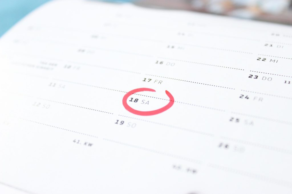 赤くマークされたカレンダー