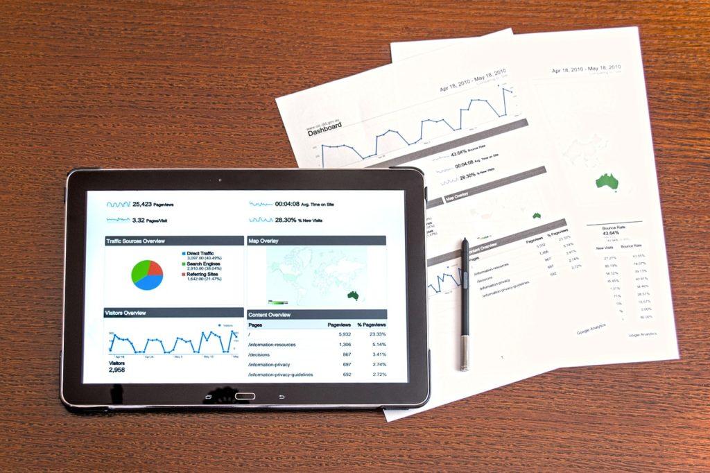 タブレットと書類のデータ